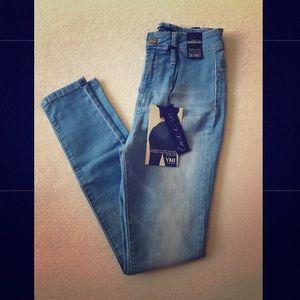 ✨NWT Blue FASHION NOVA skinny jeans✨